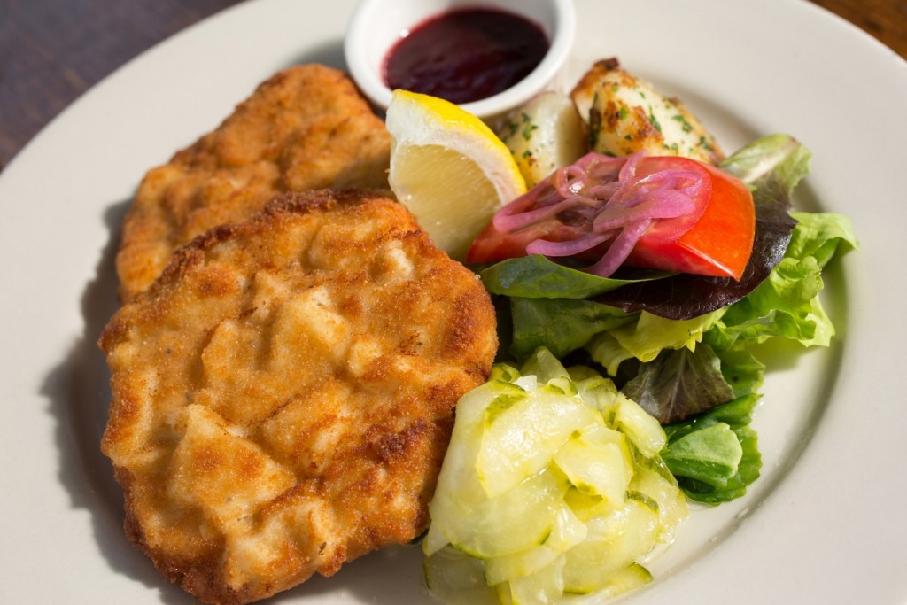 Celery root schnitzel and potato salad (Photo: Werkstatt)
