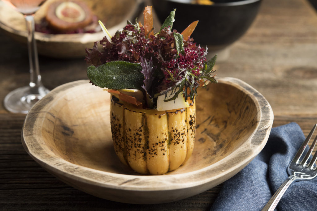Win Thanksgiving with these delicata squash vases. Photo: Evan Sung