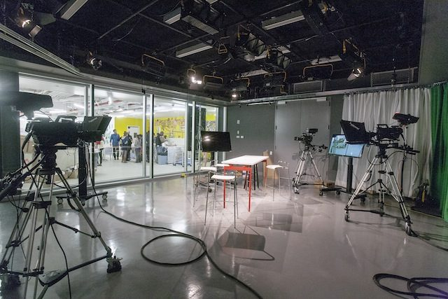 bric-tv-studio-8120779