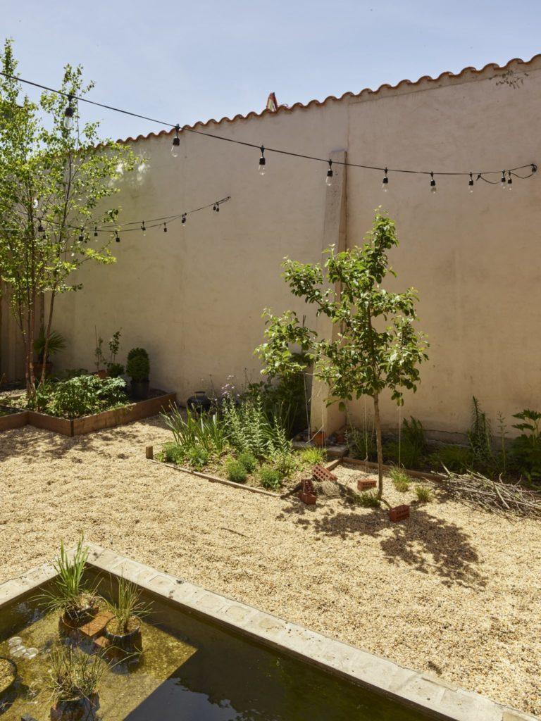 99 Scott Courtyard